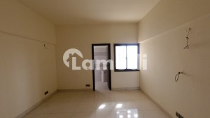 03 Bed  Dd West Open Corner Flat For Sale