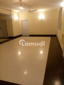 Centrally Located Upper Portion In Gulberg Is Available For Rent