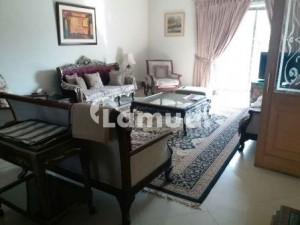 1 Kanal Most Well Maintained Bungalow For Sale In Phase 3 Near Mosque Park And McDonald