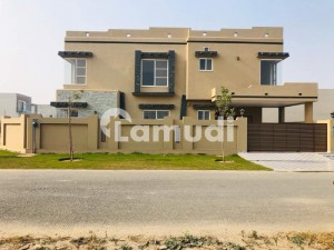 10 Marla Luxury Bungalow For Sale At Prime Location Near Park Commercial