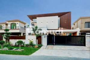 1 Kanal Brand New Bungalow For Sale At Superb Location