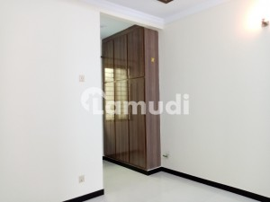 Aesthetic House Of 1 Kanal For Rent Is Available