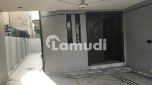 10 Marla 3 Bed Well maintained VIP House at Prime Location Near Park For Urgent Sale
