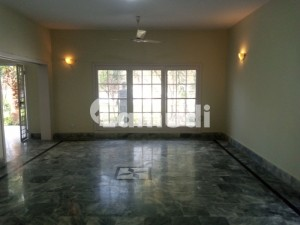 E7 Beautiful Double Storey House For Rent With Green Lawn