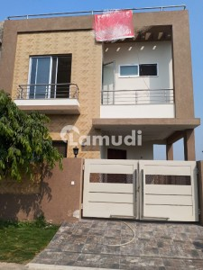 5 MARLA BRAND NEW BEAUTIFUL LAVISH HOUSE FOR SALE IN DHA PHASE 9 TOWN