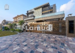 Nearby Park 1 Kanal Beautiful Owner Build Villa in Phase 6