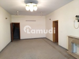 Centrally Located Upper PortionFor Rent In G-13 Available
