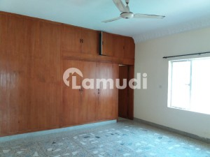 355 Sq Yards Upper Portion For Rent In G9