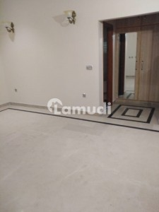 Upper Portion Of 4500  Square Feet In Model Town Is Available