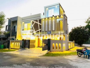 10 Marla Corner Owner Built Solid Construction House For Sale Near Park