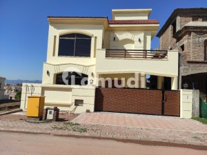 Sector C1 10 Marla Brand New House For Sale