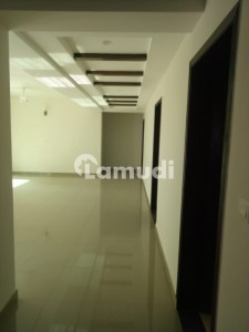 Brand New 3 Beds 3rd Floor 10 Marla Flat On Park For Rent
