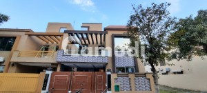 8 Marla Brand New House is available for sale in Bahria Town, Lahore.