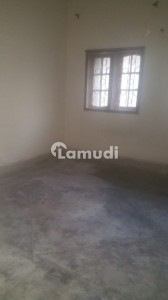 In Jamshed Town Flat Sized 900  Square Feet For Rent