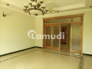 9 Bedroom Out Class House For Rent