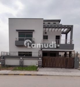 Brand New Luxury 10 Marla House For Rent