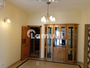 533 Square Yard Beautiful Out Class House For Rent In Islamabad F_8