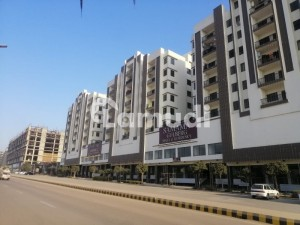 Gulberg Flat Sized 700  Square Feet Is Available