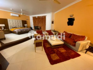 1000 Square Yard fully furnished house available for rent