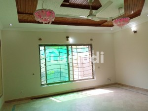 A Beautiful and levish 10 marla house up for rent