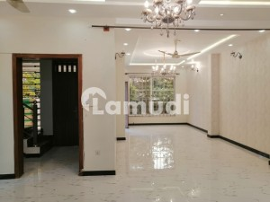 In G-10 House Sized 3200 Square Feet For Rent