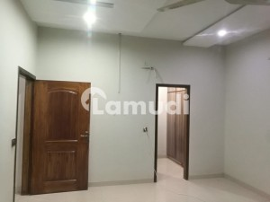 A Spacious 7 Marla Flat On College Road