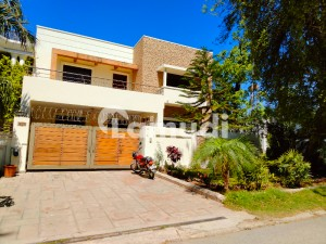 House Of 4500  Square Feet For Rent In F-6