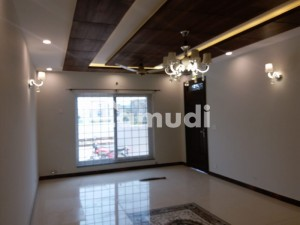 1 Kanal New Ground And Basement House For Rent