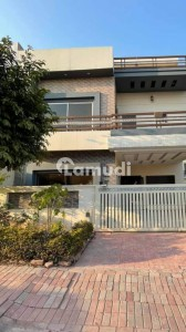 2250  Square Feet House For Rent In F-11