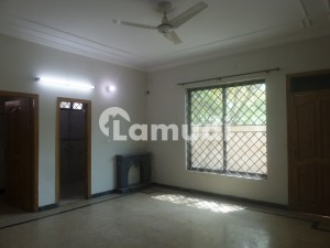 FULL HOUSE FOR RENT IN I 8 -2 ISLAMABAD