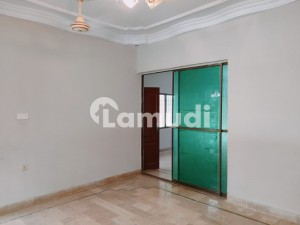 3 BEd Small COmplex For Rent In Block 5