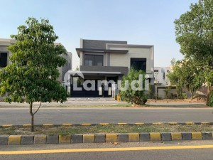 Malik Property Proudly Offers 1 Kanal Residential Look Like a Brand New Luxury Bungalow For Sale In  D H A Phase 4, GG Block Lahore.