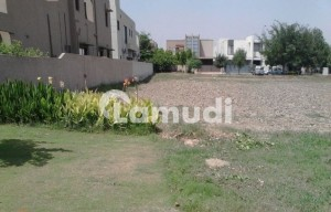 BEAUTIFUL Location CLEAR Corner Plot At 70-FT Road W Block DHA Phase 8