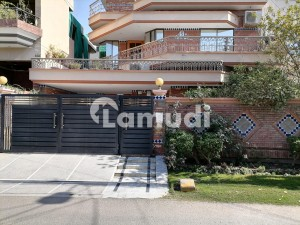 10 Marla House Available In Wapda Town For Sale