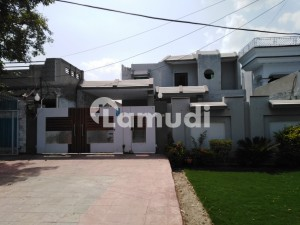 Stunning 18.5 Marla House In PAF Road Available
