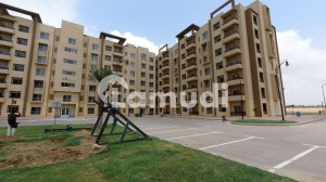 950  Square Feet Flat In Bahria Town Karachi Is Available