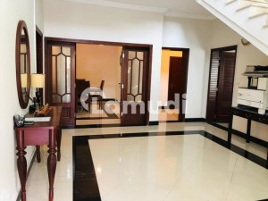 Unfurnished Luxury house on very prime location available for rent in Islamabad