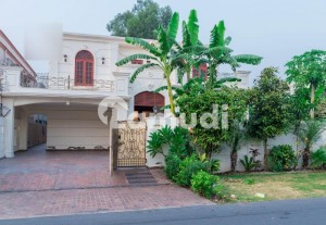 1 KANAL UNFURNISHED LUXURIOUS HOUSE AVAILABLE FOR RENT IN DHA PHASE  5