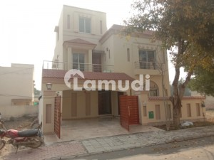 10 Marla used House Like new urgent For Sale In Bahria Town