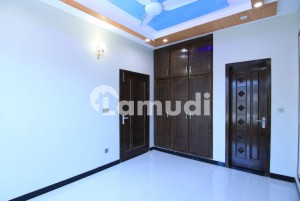 Beautiful 25 x 40 Ground Portion For Rent
