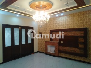 In Gulberg 10 Marla Upper Portion For Rent