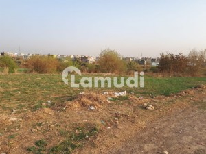 7 marla plot for sale reasonable price 10 lac