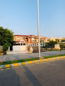 10 Marla corner Plot With 45 Ft Front In M3ext Block Near To LDA 150 Ft Road
