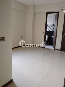 Centrally Located Flat Available In Clifton For Rent