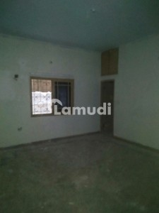 120 Yard 2 Bed Drawing Lounge Near To Main Road No Water Issue Plus Boring