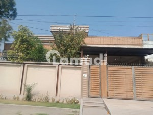 4500  Square Feet House In Central Hayatabad For Rent