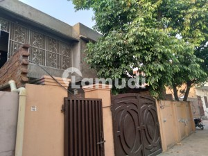 2250  Square Feet House In College Road For Sale