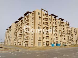 Flat Spread Over 950  Square Feet In Bahria Town Karachi Available