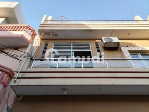5 Marla Lower Portion In Central Allama Iqbal Town For Rent
