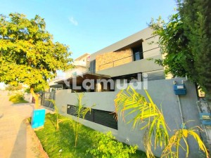 1 Kanal Brand New Designer Bangalow Available For Rent